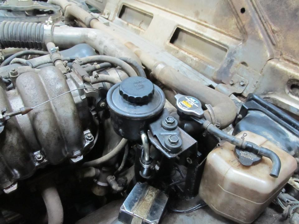 Установка бачка ГУРа от Toyota Hiace